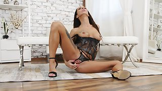 Rail against solos with Lady Dee, Charlie Red and Valentina Sierra