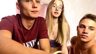 Cute Blonde Amateur Teen Heavens Webcam